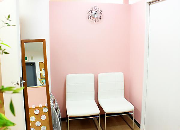 はるかぜ鍼灸整骨院の待合室画像