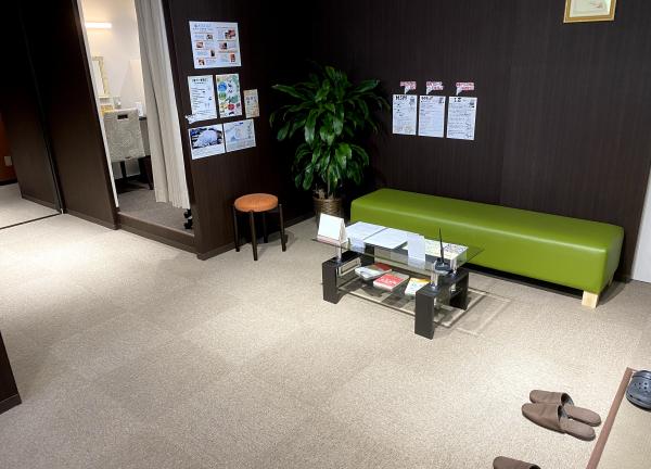 KOKUA鍼灸整骨院 新潟万代店の待合室画像