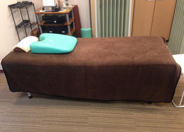 こんぽん整体 新生院 ベッド