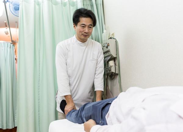 片岡鍼灸整骨院の施術風景