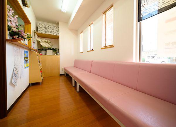 高橋鍼灸整骨院の待合室画像
