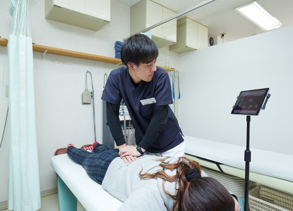 とくやま鍼灸接骨院 施術中