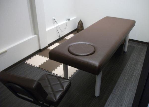 上本町鍼灸整骨院 ベッド