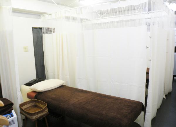 kiki整骨院の施術ベッド