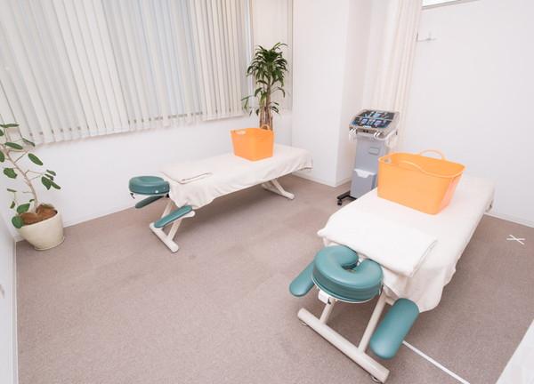 烏丸鍼灸整骨院 施術室