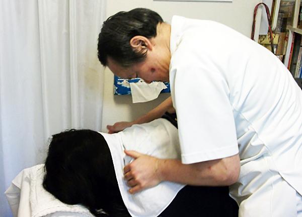 山田鍼灸治療院 施術中