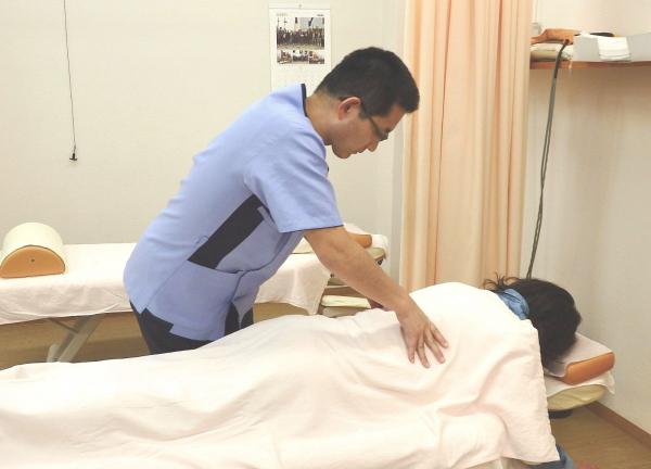 かなや鍼灸接骨院の施術風景画像