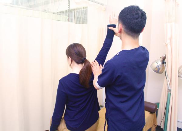 平成接骨院の施術風景画像02