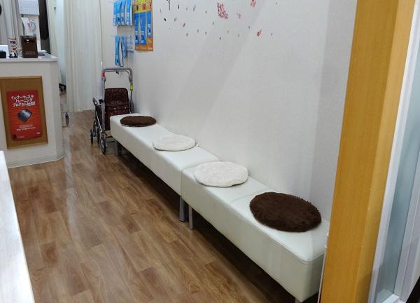 おひさま接骨院・鍼灸院の待合室画像