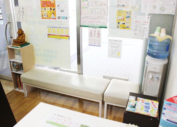 新開地接骨院の待合室画像