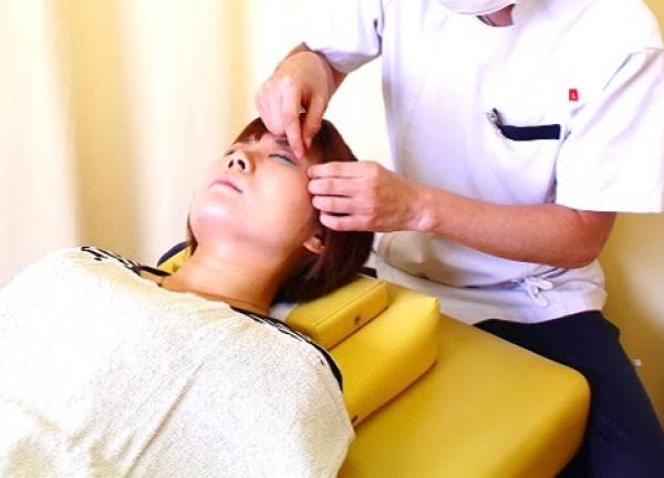 中区伏見 すずらん鍼灸接骨院の施術風景画像
