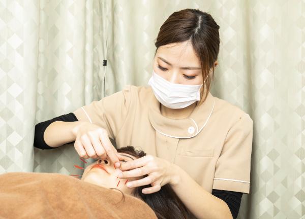 本町・もりわき骨盤鍼灸整骨院の施術風景画像