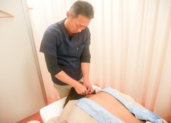 鍼灸マッサージBodycureAoiの施術風景画像