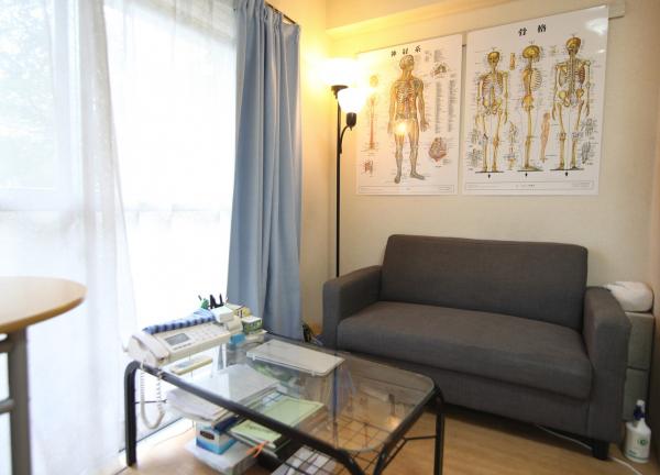 百合はりきゅう整体院の待合室画像