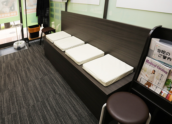 堺筋本町・もりわき骨盤鍼灸整骨院の待合室画像
