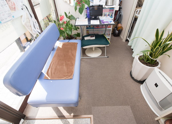 かたの鍼灸整骨院の待合室画像