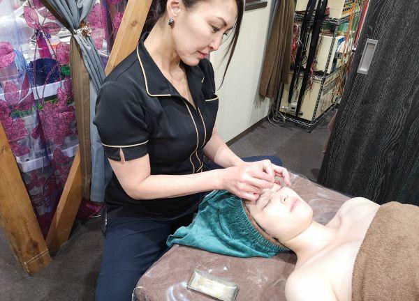 げんき接骨・鍼灸サロンの施術風景画像
