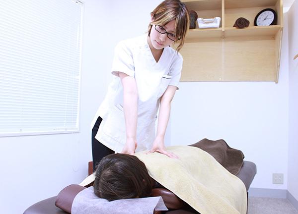 町田らくらく鍼灸整骨院の施術風景画像