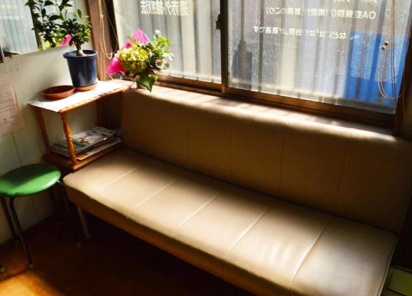 仲 鍼灸整体院の待合室画像