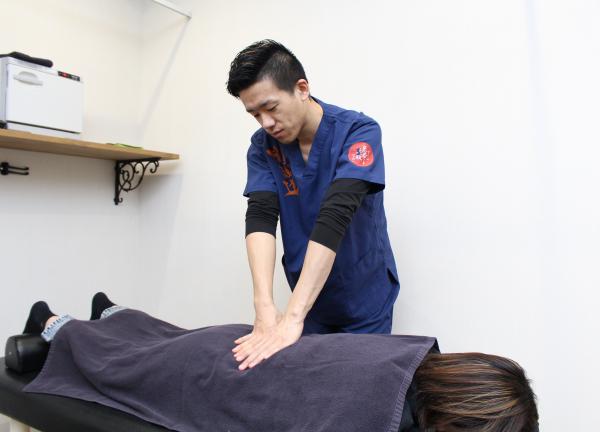 Ichigayaの鍼灸整骨院の施術風景画像