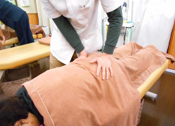 大江戸鍼灸整骨院の施術風景画像