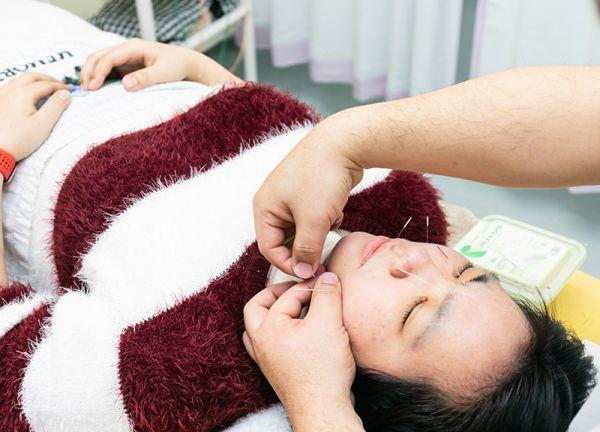 えがお鍼灸整骨院の施術風景画像