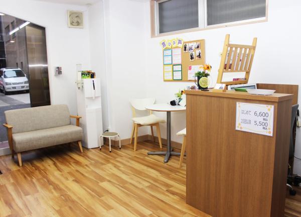 腰痛専門Shinso整たまつくりの待合室画像