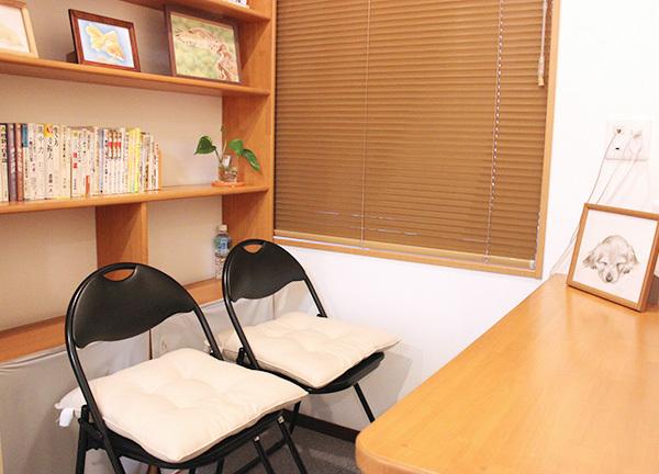 大阪岸和田カイロプラクティックの待合室画像