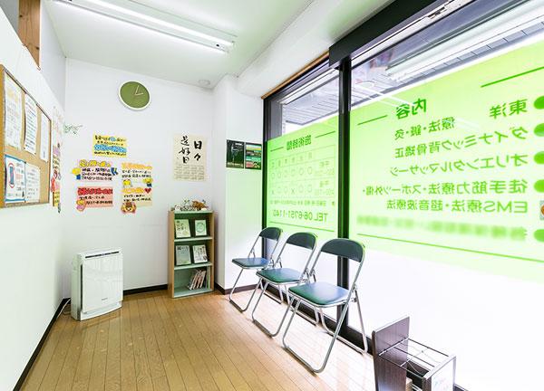気楽鍼灸整骨院の待合室画像