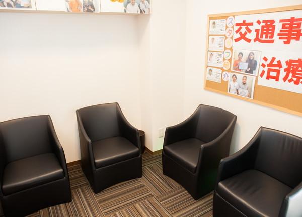 もりわき鍼灸整骨院 江坂院の待合室画像