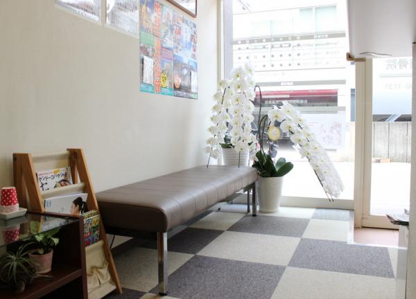 うしお整骨院の待合室画像