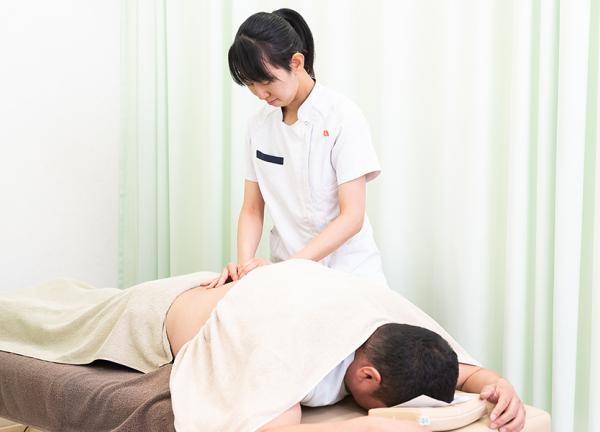 すずらん鍼灸接骨院昭和橋通院の施術風景画像