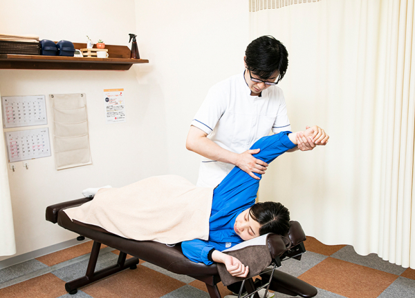 ぷらす鍼灸整骨院 京橋院の施術風景画像