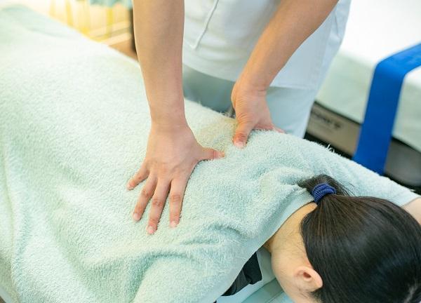よし鍼灸接骨院 尼崎南の施術風景画像