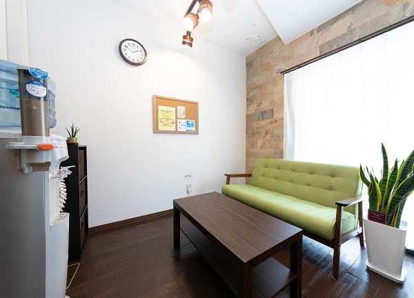 小原治療院の待合室画像