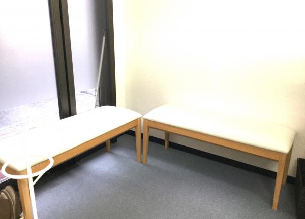 百合の花整骨院の待合室画像