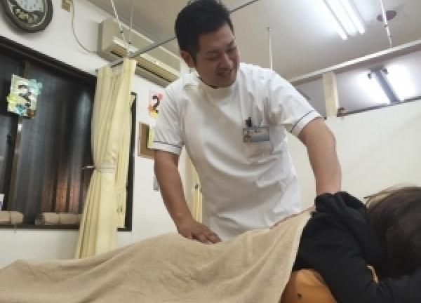 むらかみ整骨院 京田辺の施術風景画像
