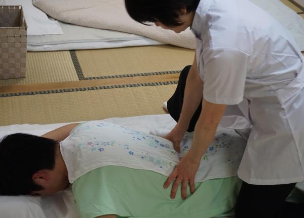 渡辺治療院の施術風景画像