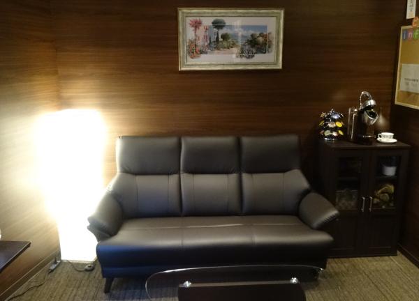 スポーツ・ゴルフ専門 梅田ビバリー整体院の待合室画像
