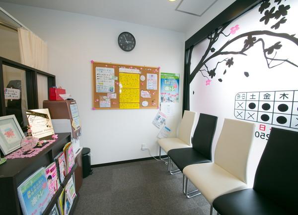 桜ヶ丘整骨院の待合室画像