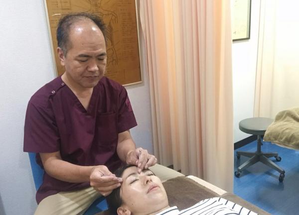 しみず鍼灸院レジリエンスの施術風景画像