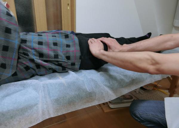 本格整体手友館【横浜関内 首痛・頭痛・腰痛・肩こり・ひざ痛・快眠】の施術風景画像
