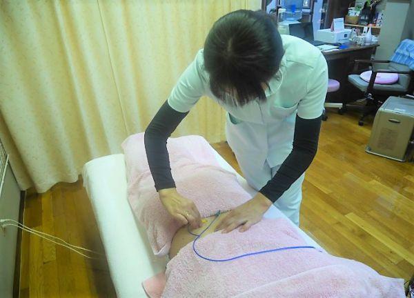 レディース鍼灸院スマイルの施術風景画像