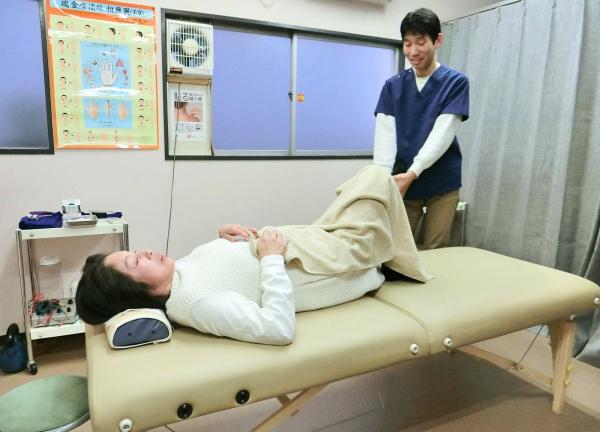 ほった鍼灸治療院の施術風景画像