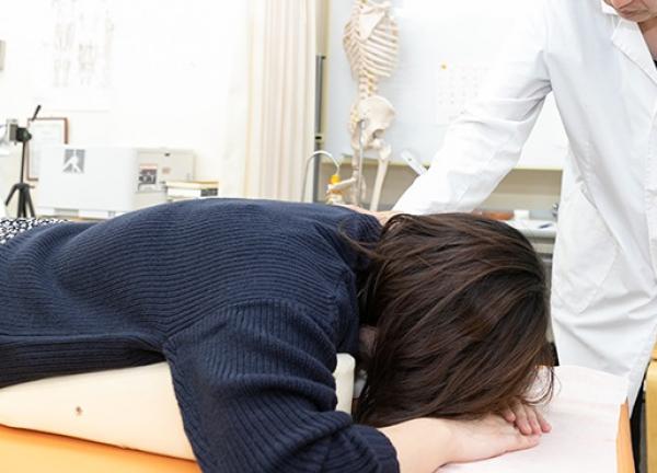 岡山五十肩治療センターの施術風景画像