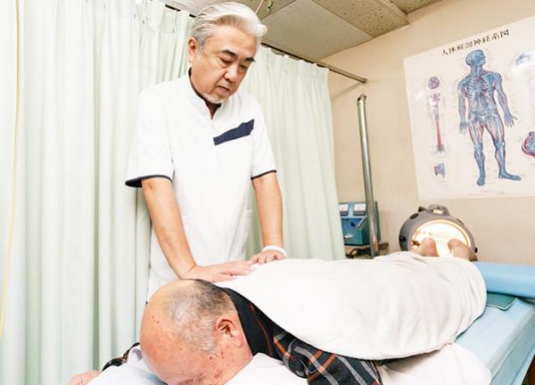 松原整骨治療院の施術風景画像