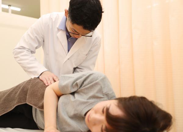 岡山腰痛センターの施術風景画像