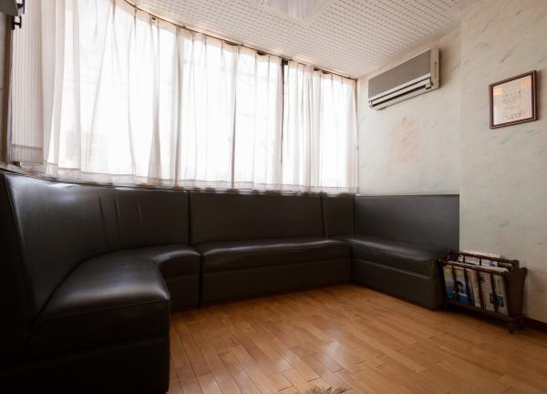 二葉鍼灸療院の待合室画像