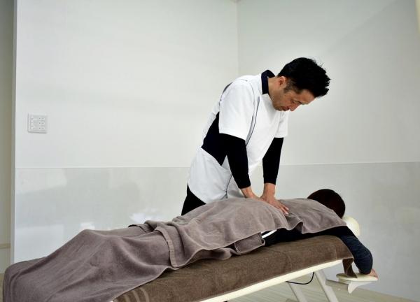 はりきゅうマッサージつかさ治療院の施術風景画像