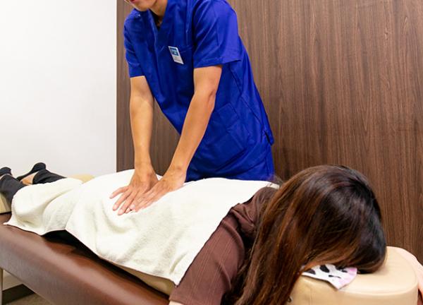 藤見名倉堂鍼灸整骨院の施術風景画像